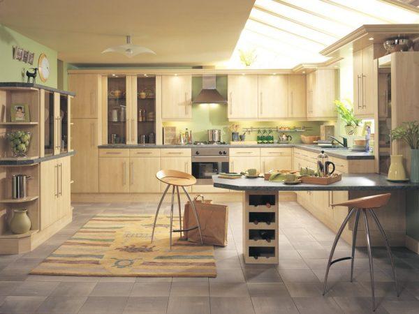 Большая и просторная кухня