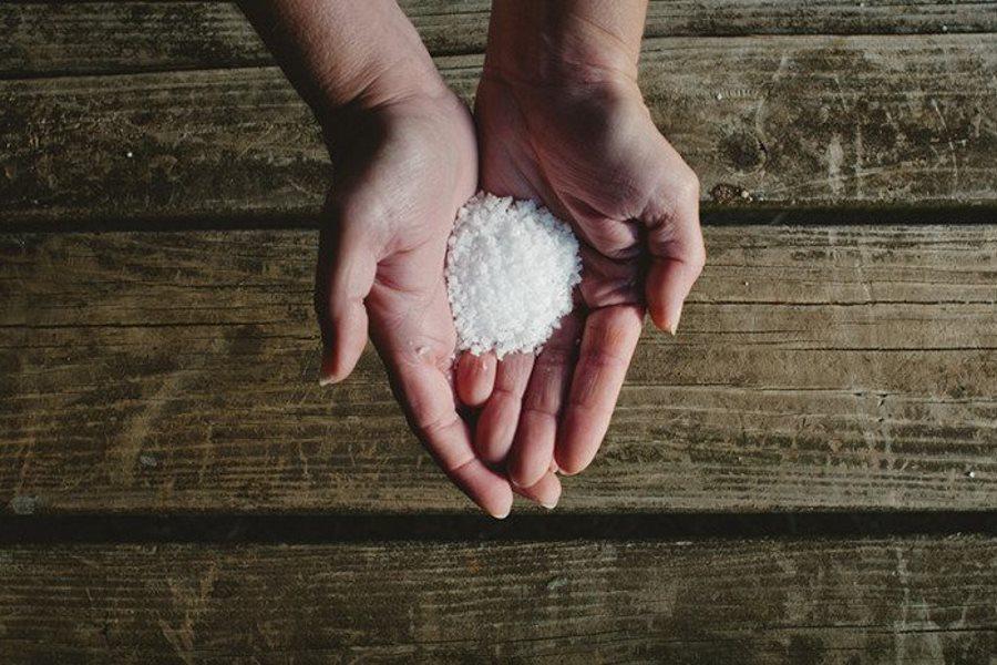 Как снять порчу и сглаз самостоятельно с помощью соли