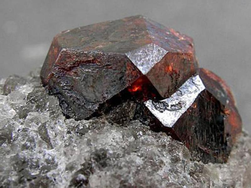 Свойства камня карбункул