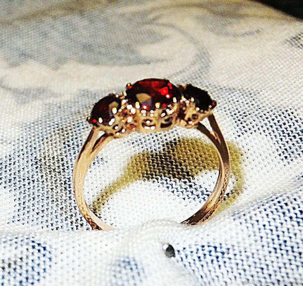Кольцо с карбункулом