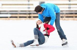 Катание на коньках падение