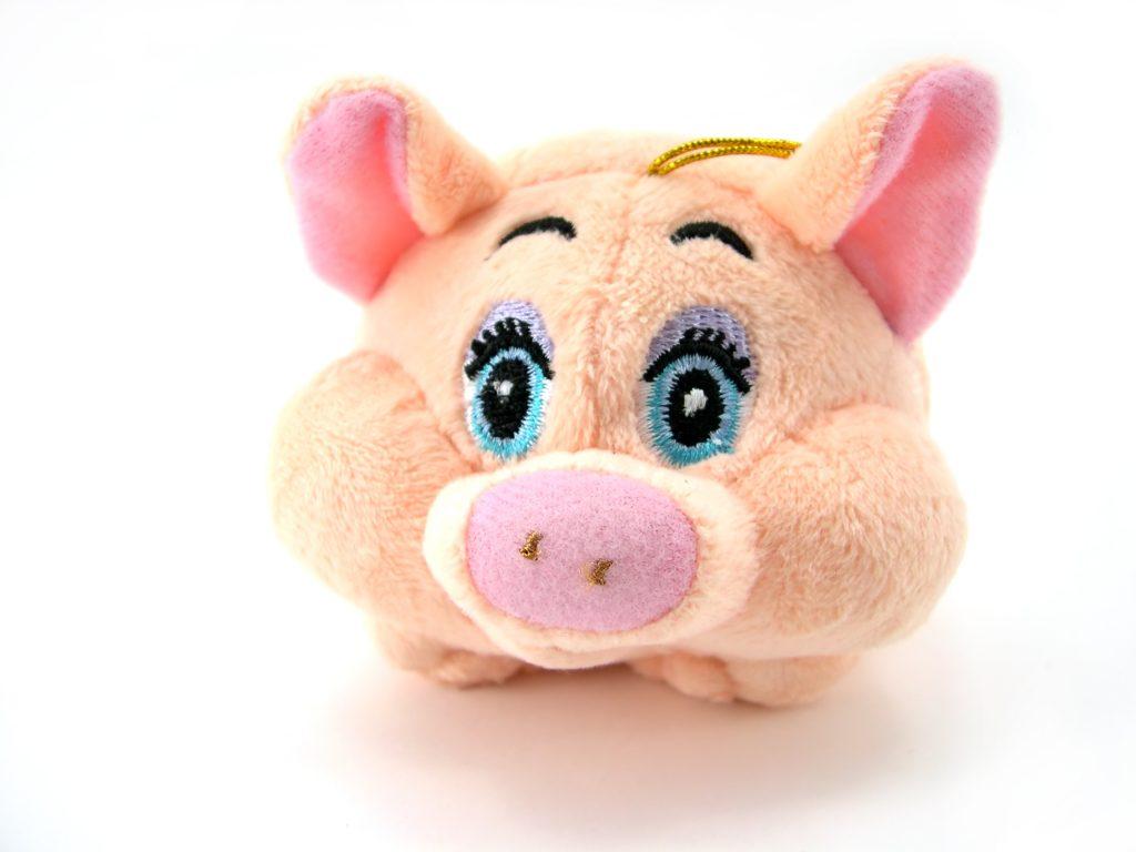 Можно подарить плюшевую игрушку или подушку с пятачком и ушками