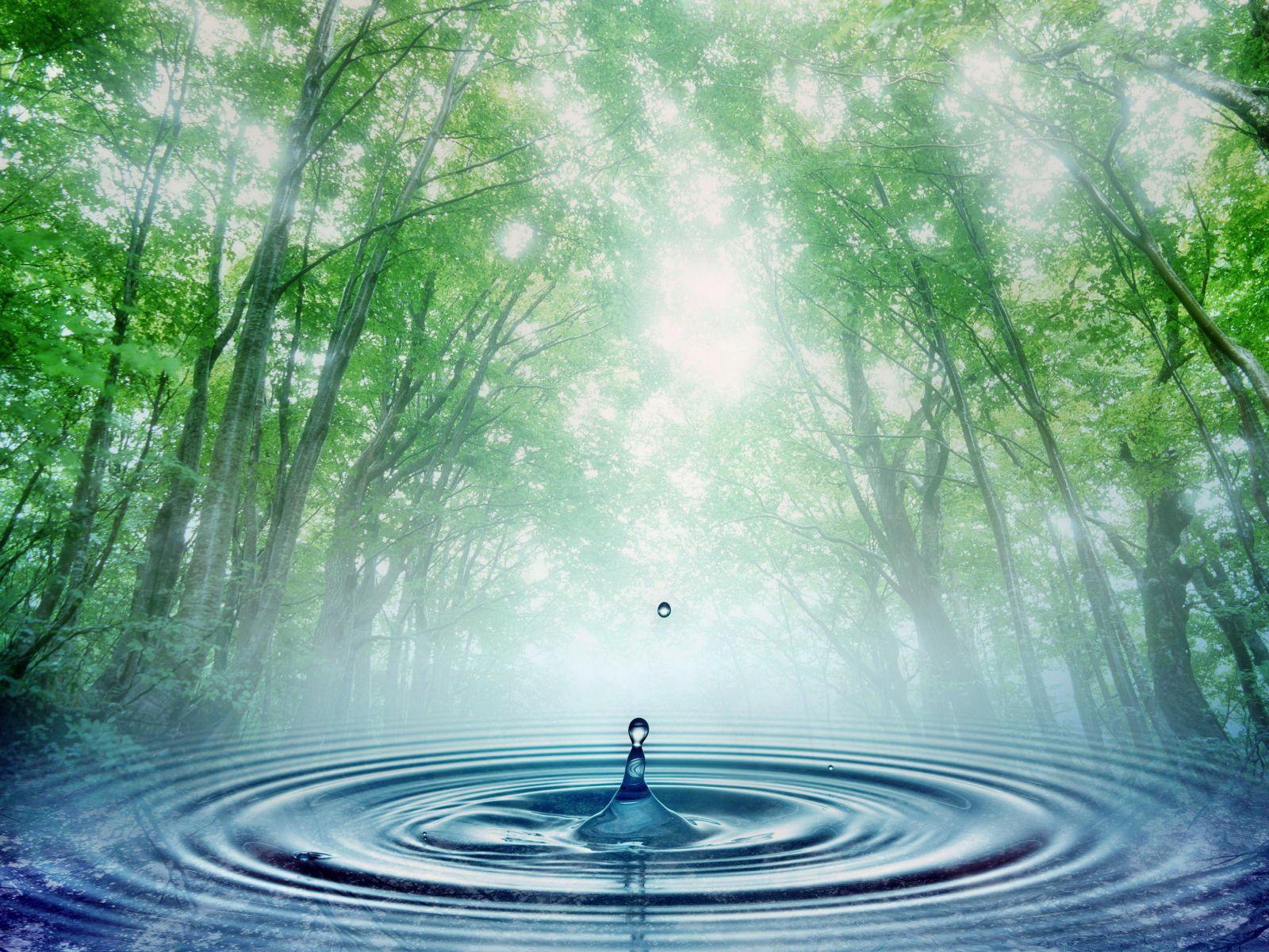 Капля воды над источником