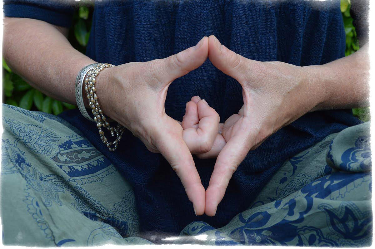Мудры для медитации и успокоения Дхьяна Шакти Флейта