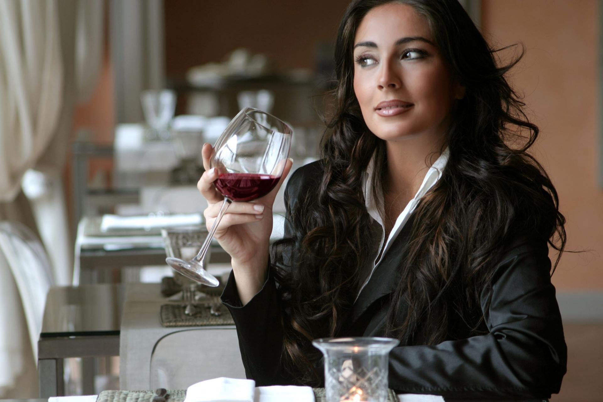 Вино снится женщине
