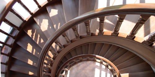 спускаться по лестнице во сне